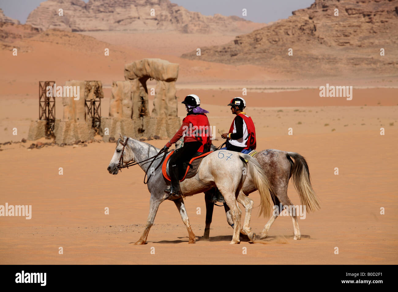 Tourists view Wadi Rum on horseback The Bedouins have lived for thousands of years in the desert around Wadi Rum - Stock Image