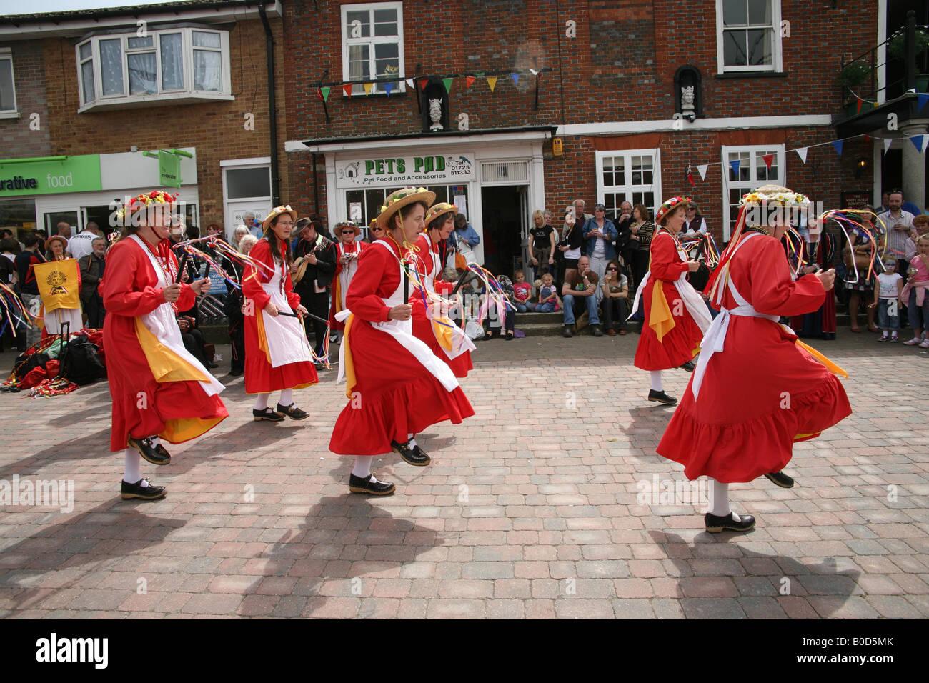 1790ca00cfe03 Morris Dancing Costume Dancers Stock Photos & Morris Dancing Costume ...