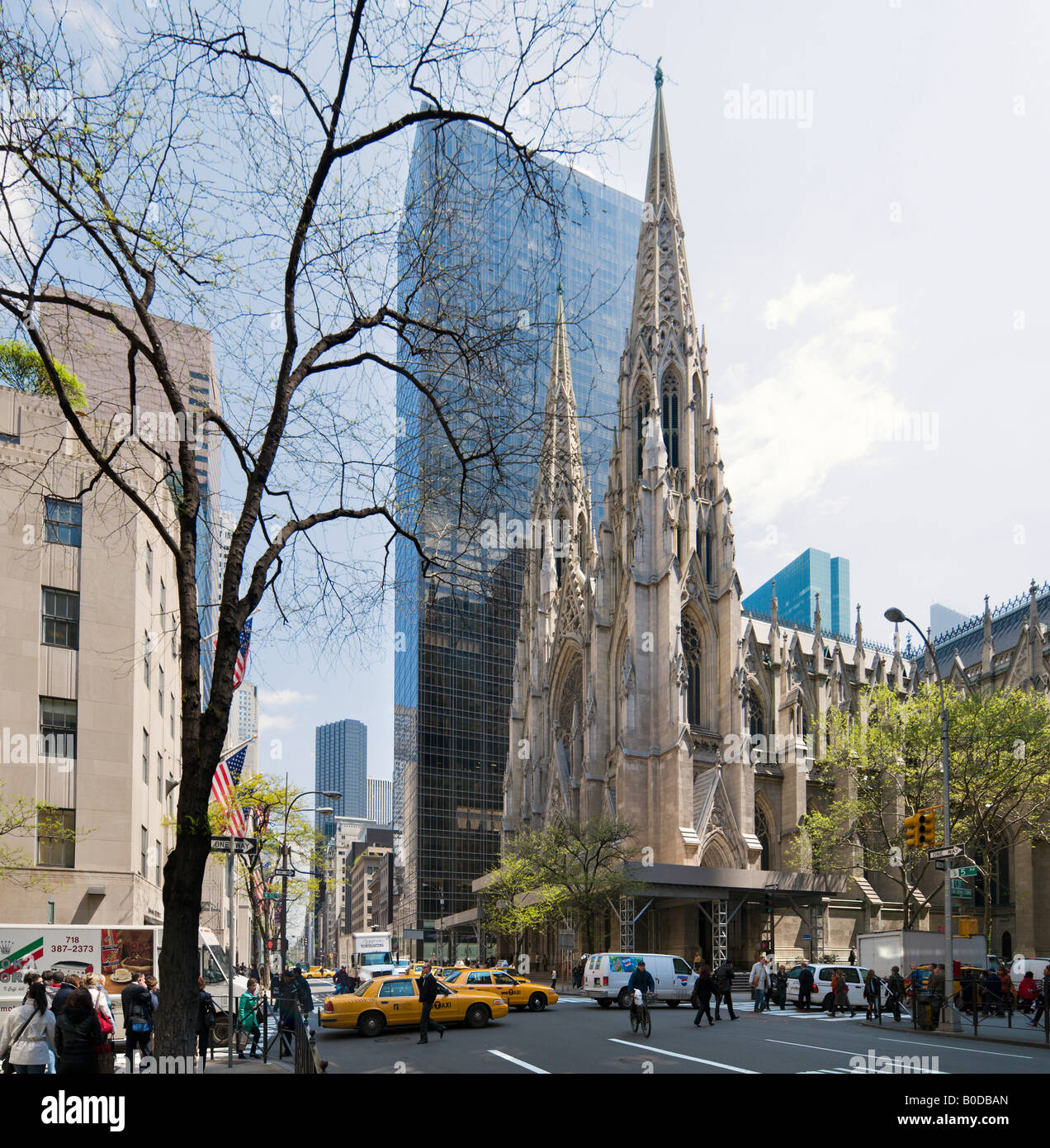 St Patrick S Cathedral And Olympic Tower 5th Avenue Midtown Stock Photo Alamy