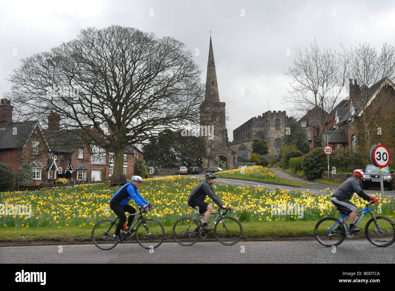 Photographer Howard Barlow Cycling in Cheshire through the village of ASTBURY - Stock Image