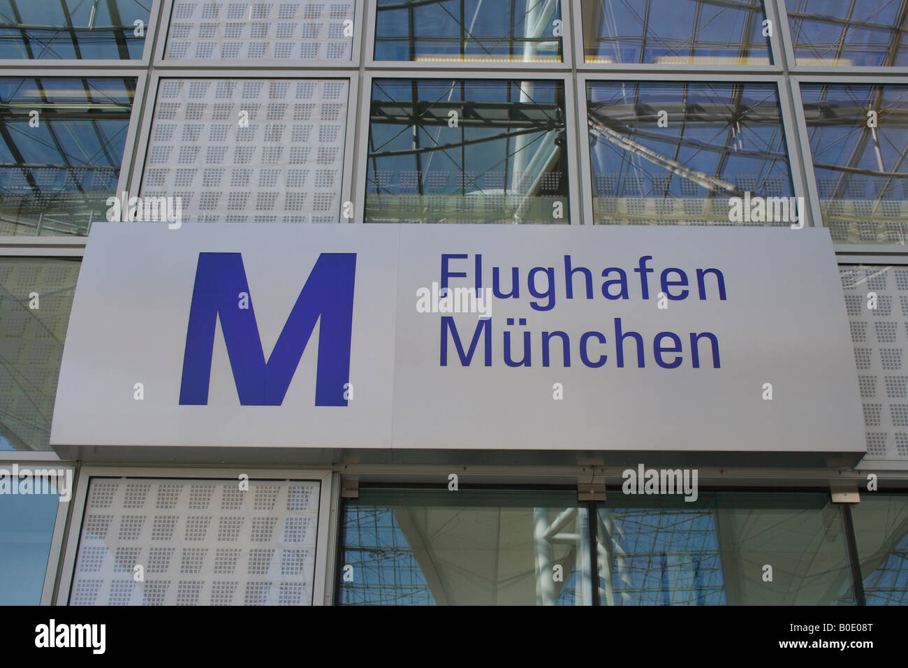 sign flughafen muenchen airport munich bavaria germany europe stock photo 17517944 alamy. Black Bedroom Furniture Sets. Home Design Ideas