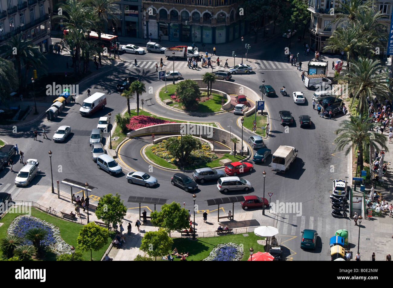 Figure of eight traffic island at the Plaza de la Reina. The clever design diverts cars to and from the underground Stock Photo