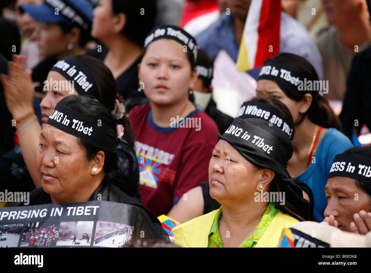 Women wera black headbands to mark Black Monday - Stock Image