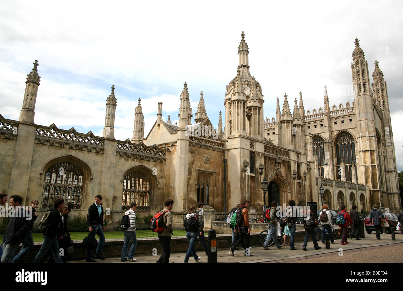 Tourists on Kings Parade in Cambridge - Stock Image