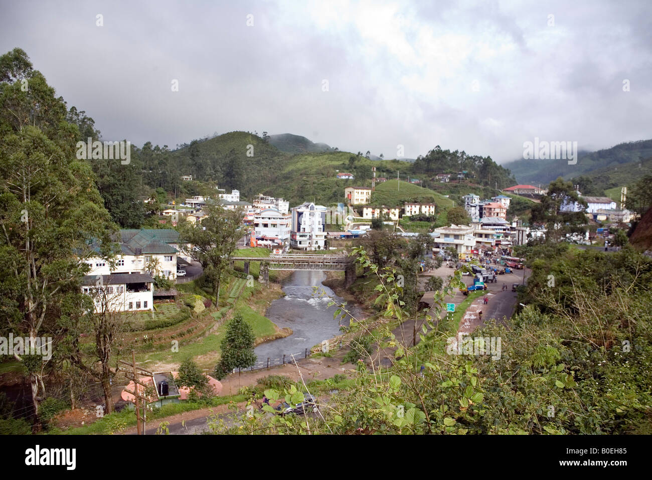 Munnar town nestling in the heights of Western Ghats and the Blue Mountains Munnar Hill station Idukki district - Stock Image