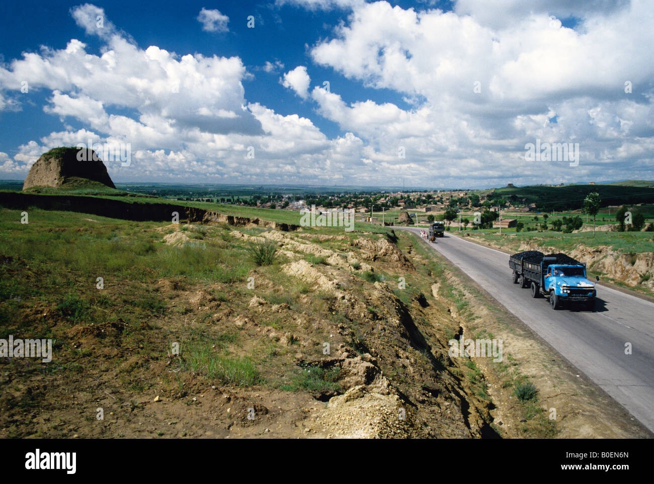 Remnants of Great Wall guard tower at Yanmenguan (Yan Men Pass) on border of Shanxi and Inner Mongolia - Stock Image