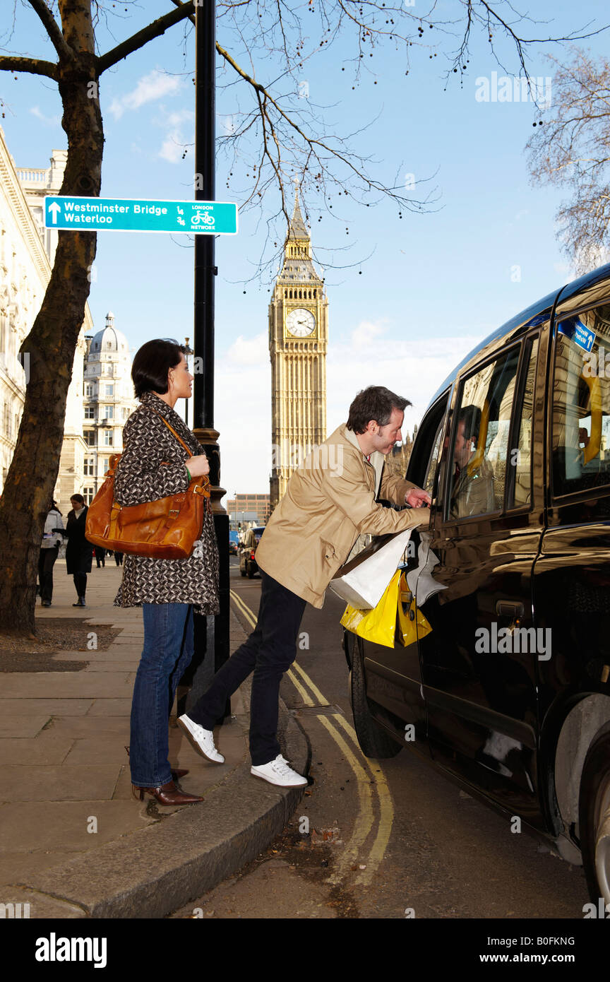 Couple with London taxi, Big Ben behind - Stock Image