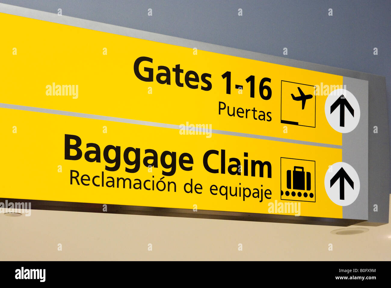 Signs for Departure Gates and Baggage Reclaim in American Airlines Terminal 8, JFK Airport, New York - Stock Image