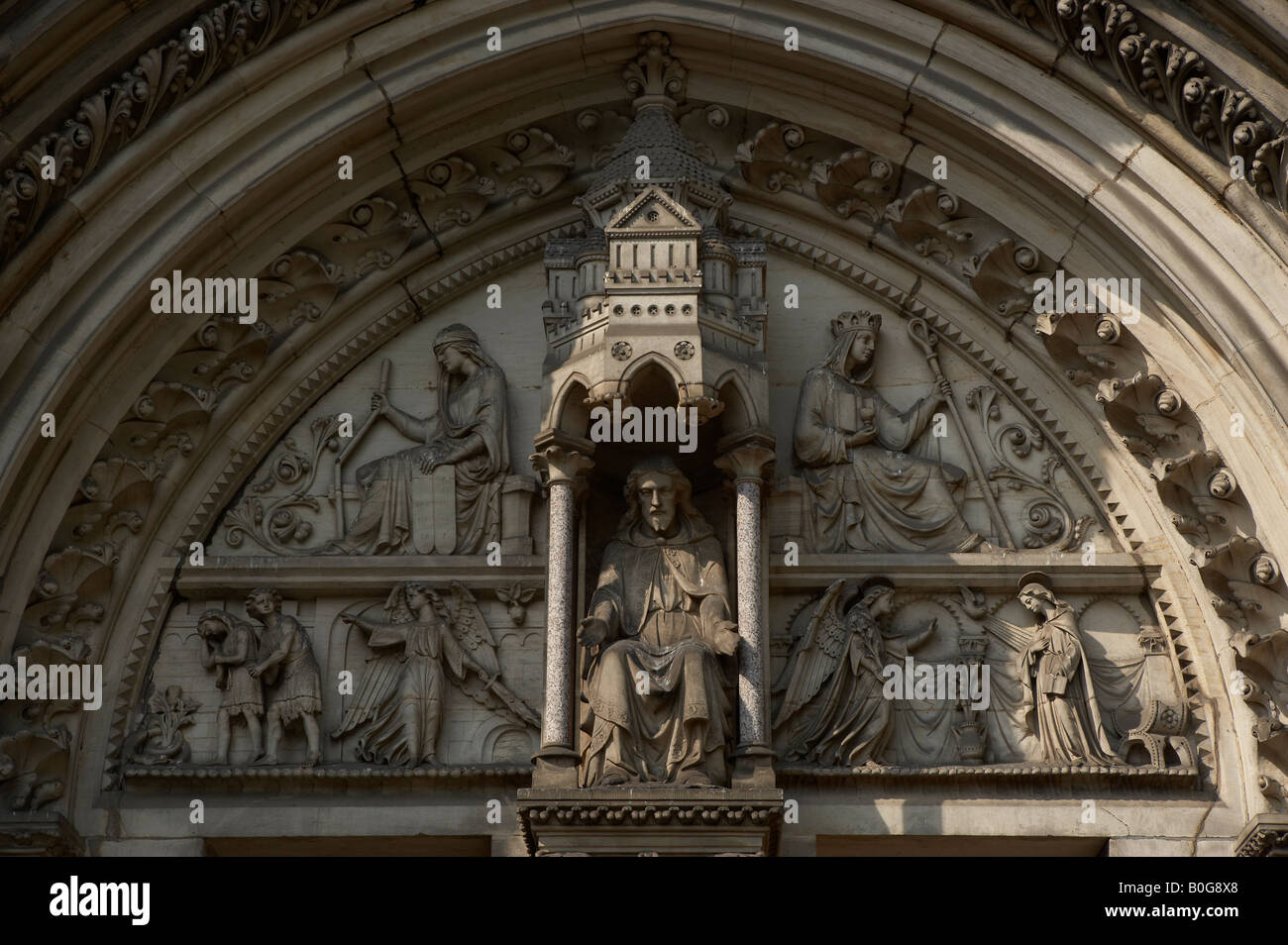 ORNATE STONE CARVED ARCHWAY OVER ENTRANCE TO SAINT WILFRIDS CHURCH DUNCOMBE PLACE YORK CITY UNITED KINGDOM - Stock Image