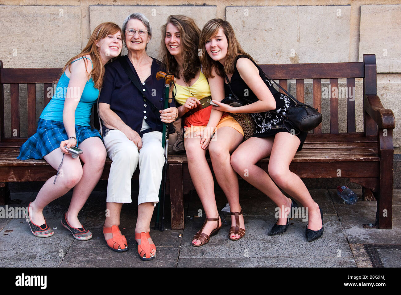 teen-girls-in-skirts-in-groups