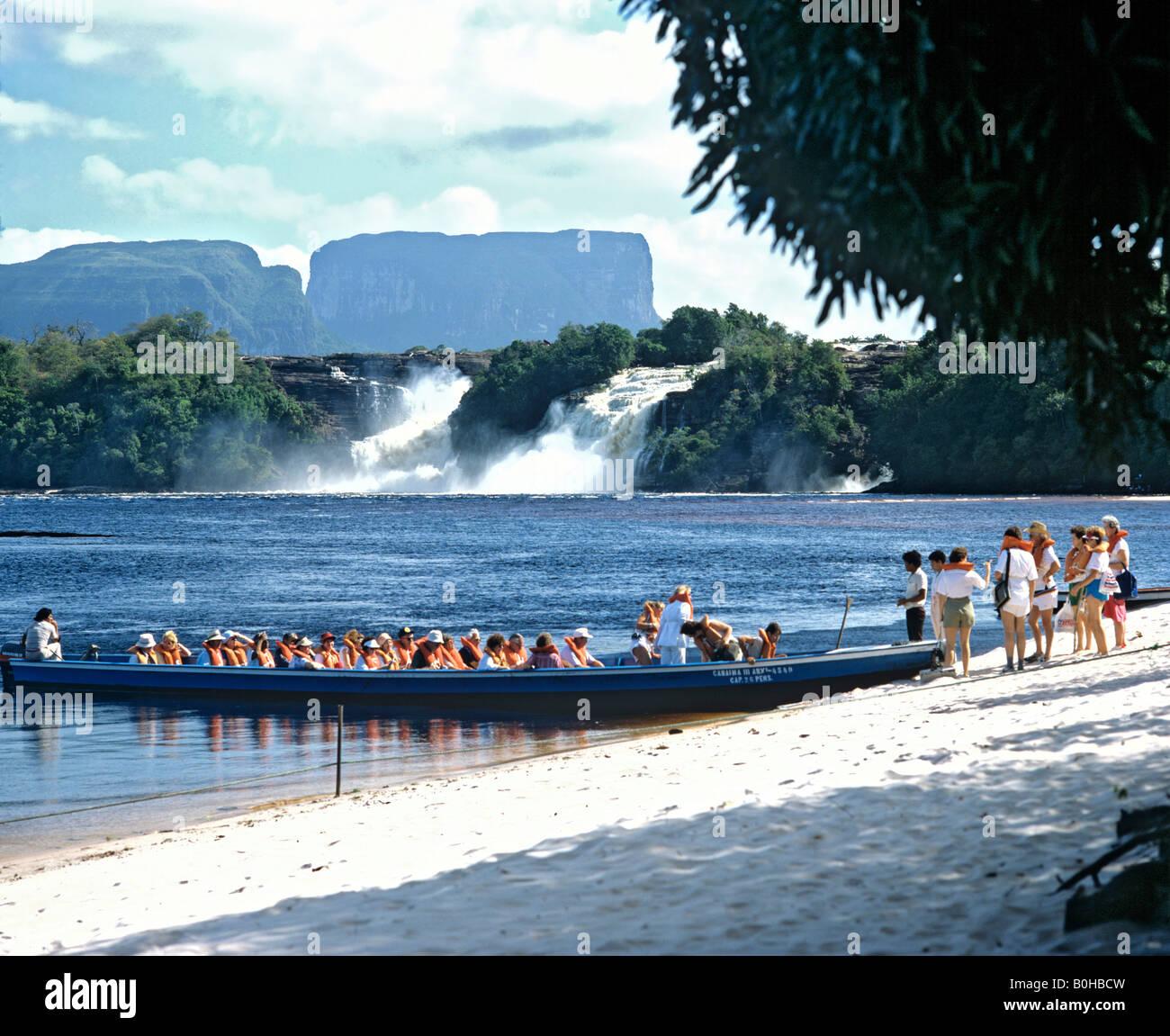 Canaima Lagoon, boat, waterfalls, Canaima, Kamarakotos, Venezuela, South America - Stock Image