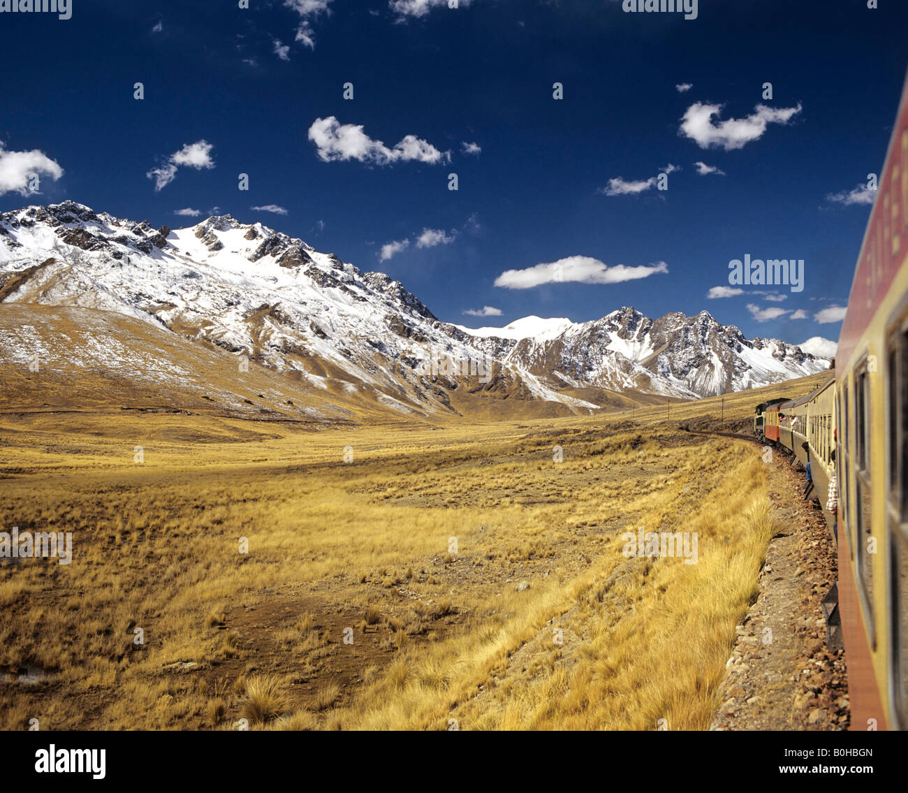 Andean Railway travelling between Puno at Lake Titicaca and Cusco, Cuzco, High Andes, Peru, South America - Stock Image