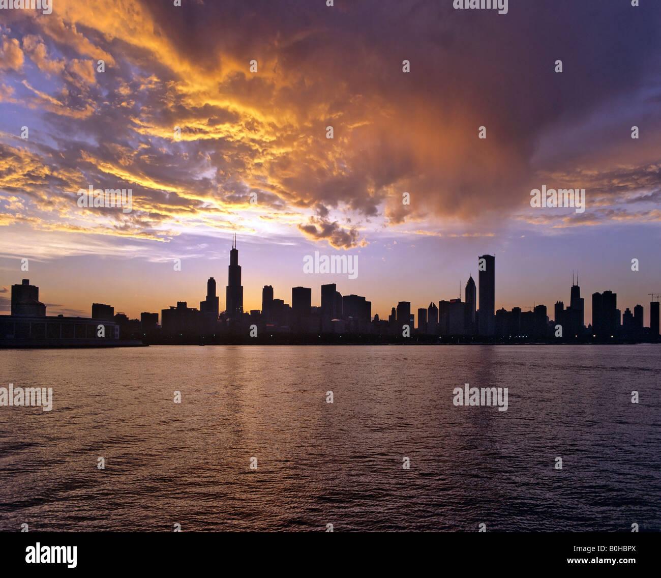 Skyline, Chicago, dusk, Illinois, USA - Stock Image