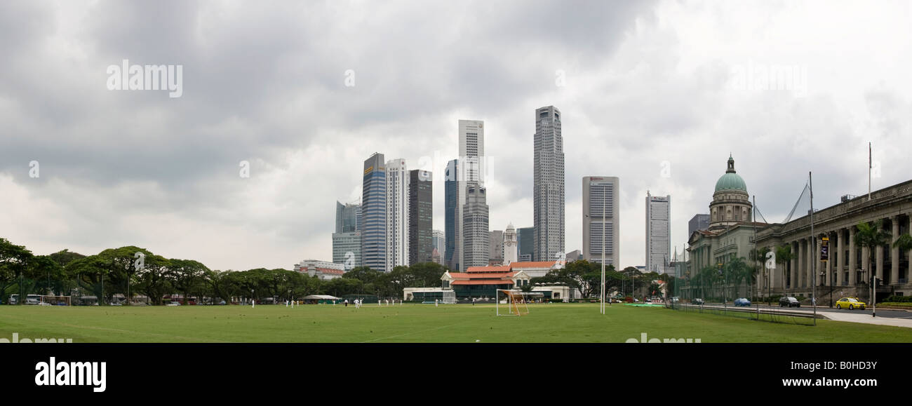 City Hall and Supreme Court with financial district skyline and the Singapore Cricket Club, founded 1852, in foreground, - Stock Image