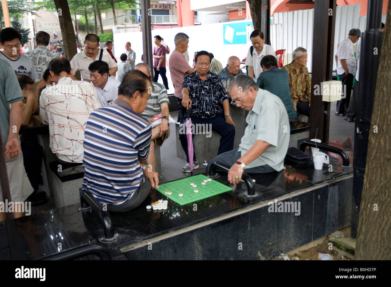 Chinatown, Chinese district, pensioners playing a board game, Singapore, Southeast Asia - Stock Image