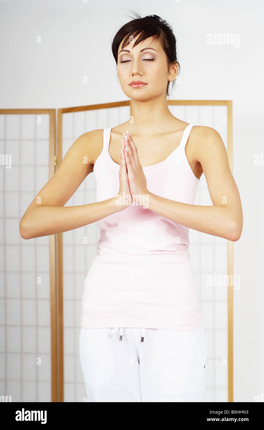 Young woman relaxing and meditating - Stock Image