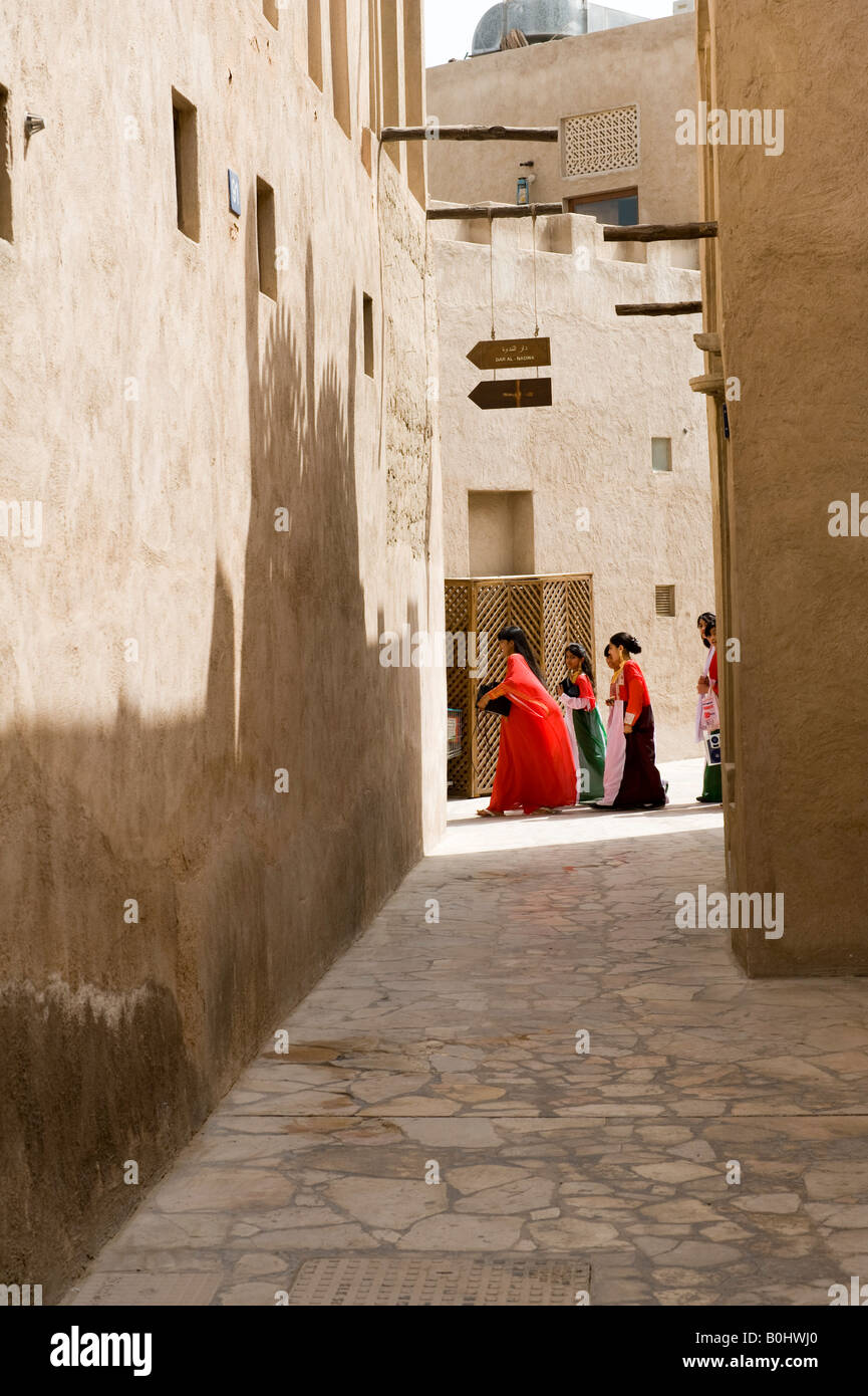 Dubai, United Arab Emirates (UAE). Street scene in al Bastakiya, a restored historic quarter of old Dubai. Girls - Stock Image