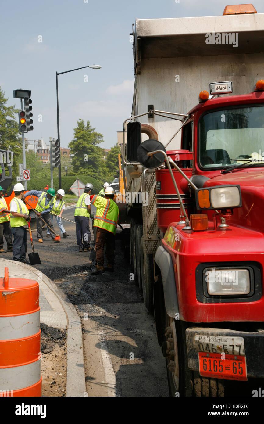 Road construction crew on site, Washington DC, USA - Stock Image