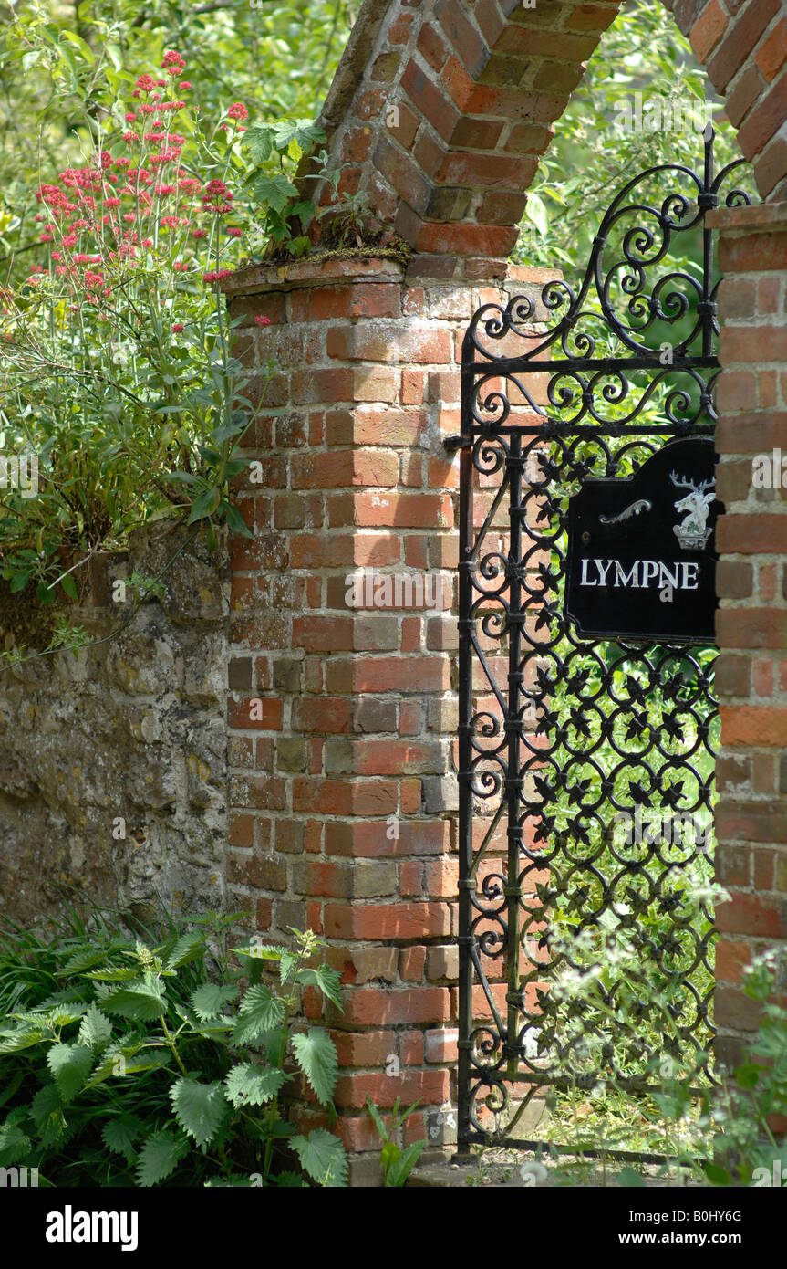 Entrance gate to a Lympne Hall house - Stock Image