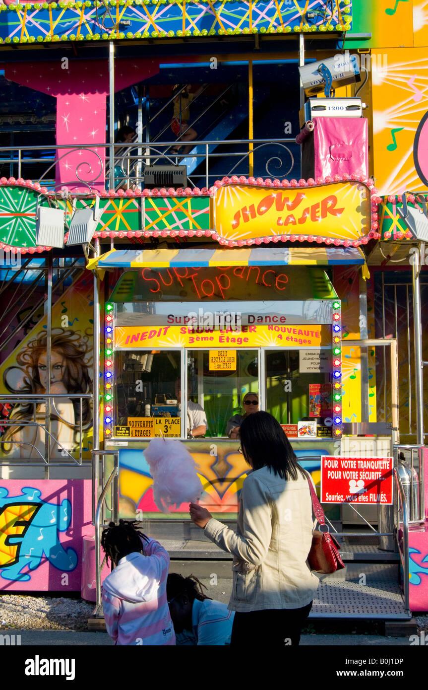 the fun fair of 'la foire du Trône of Paris', people diverting itself, fête foraine manège - Stock Image