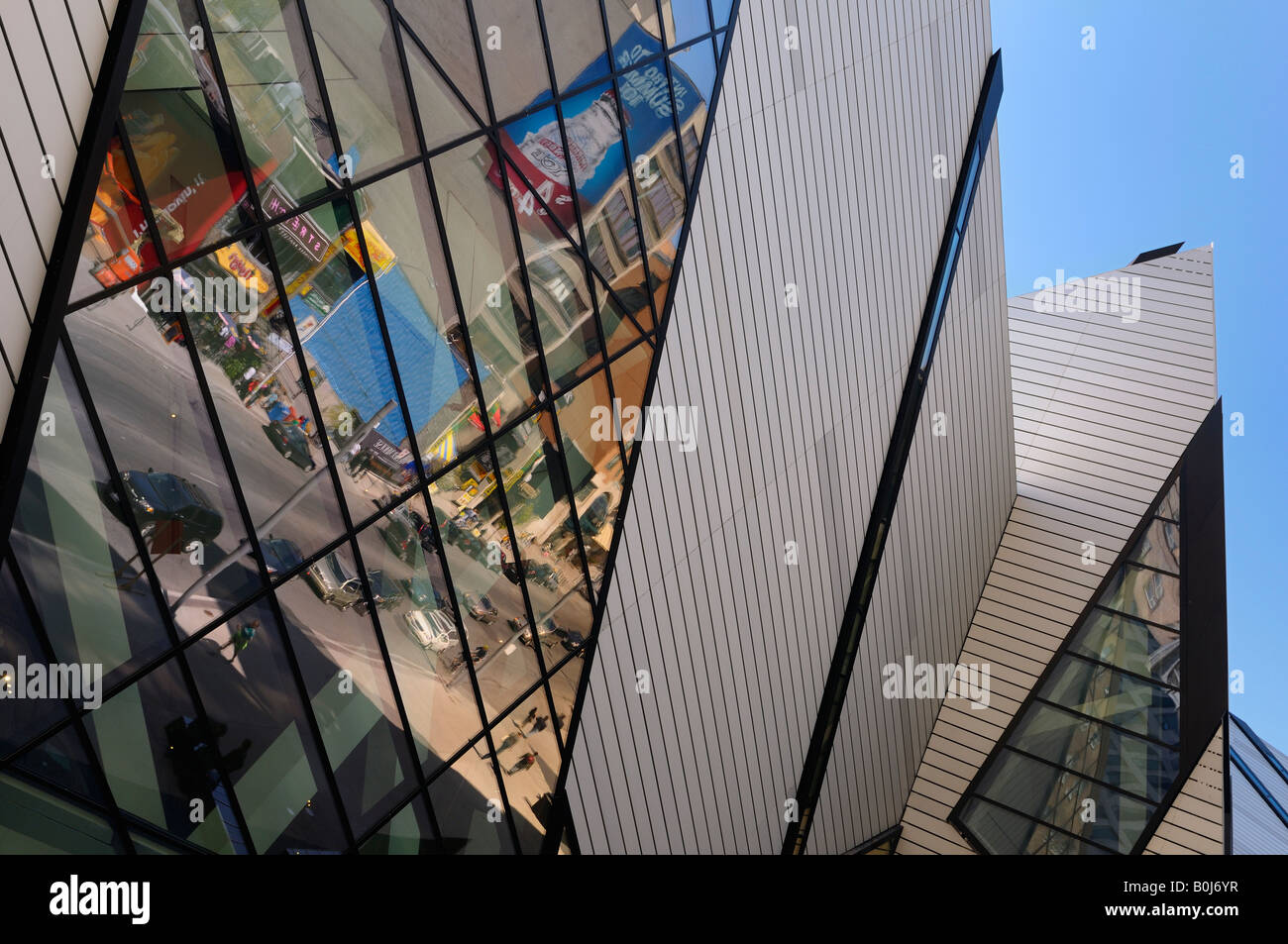Reflections of Bloor Street in the Crystal addition to the Royal Ontario Museum ROM Toronto - Stock Image