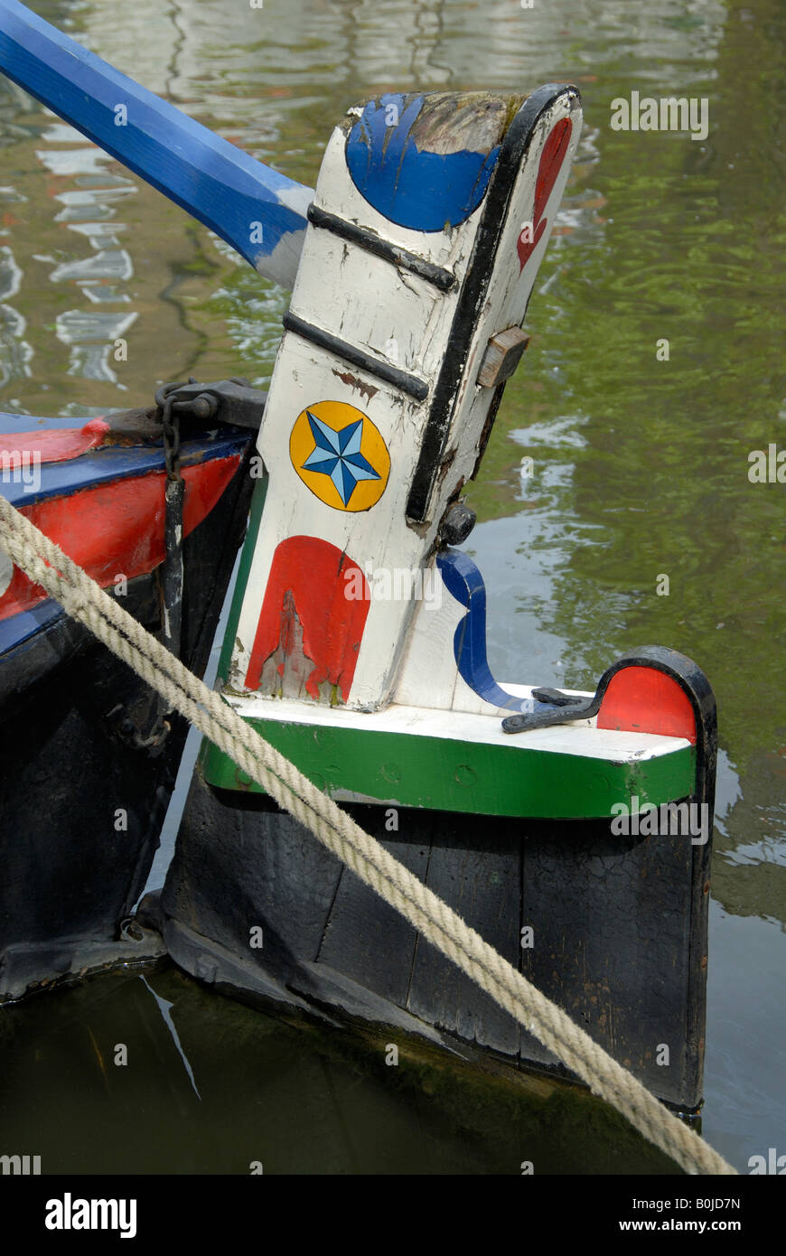 Old wooden rudder and tiller on stern of narrowboat butty, Little Venice, London, England - Stock Image