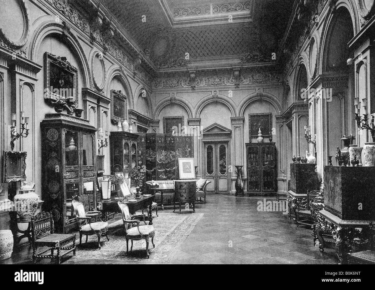 The saloon, Montagu House, 1908. Artist: Bedford Lemere and Company - Stock Image