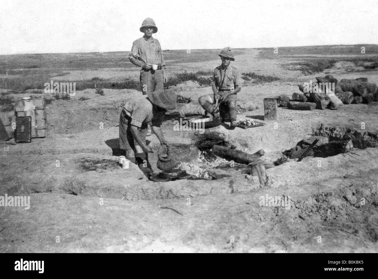 British army C company cooking, Mesopotamia, WWI, 1918. Artist: Unknown - Stock Image