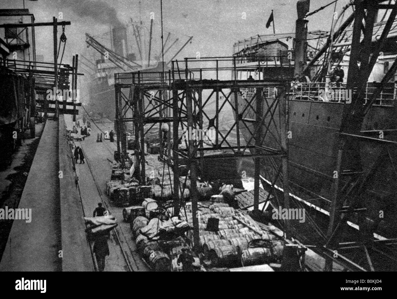 Merchant ships in the Royal Albert Dock, London, 1926-1927. - Stock Image
