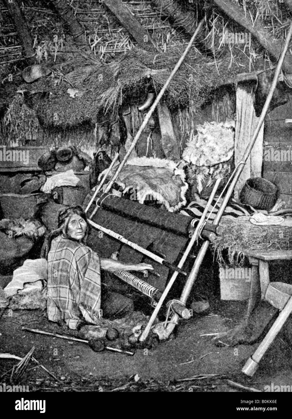 Araucanian woman weaving, Chile, 1922. - Stock Image