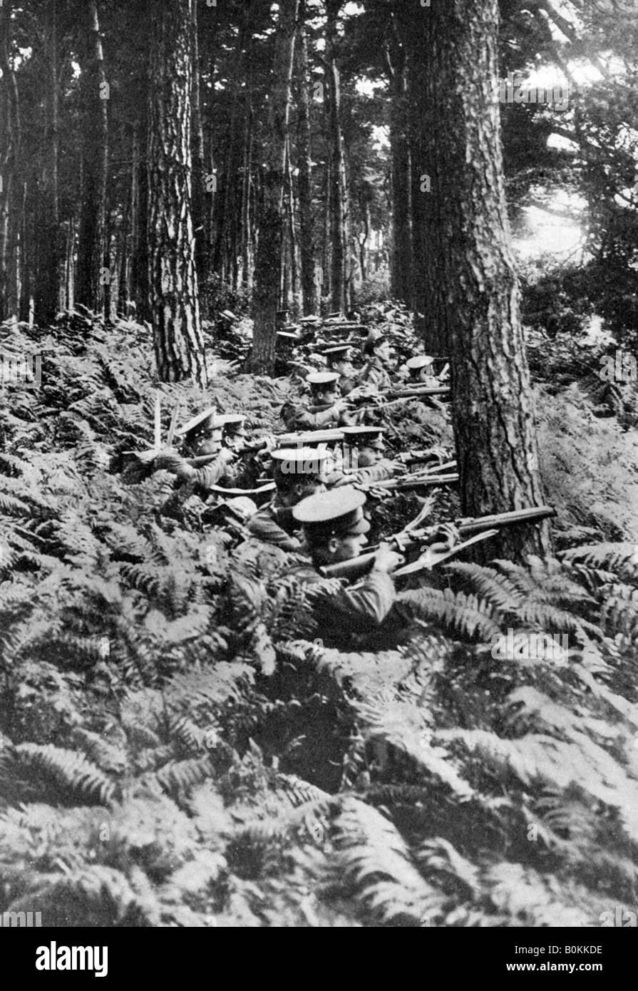 British infantry in a wood, First World War, 1914-1918, (c1920). Artist: Unknown - Stock Image