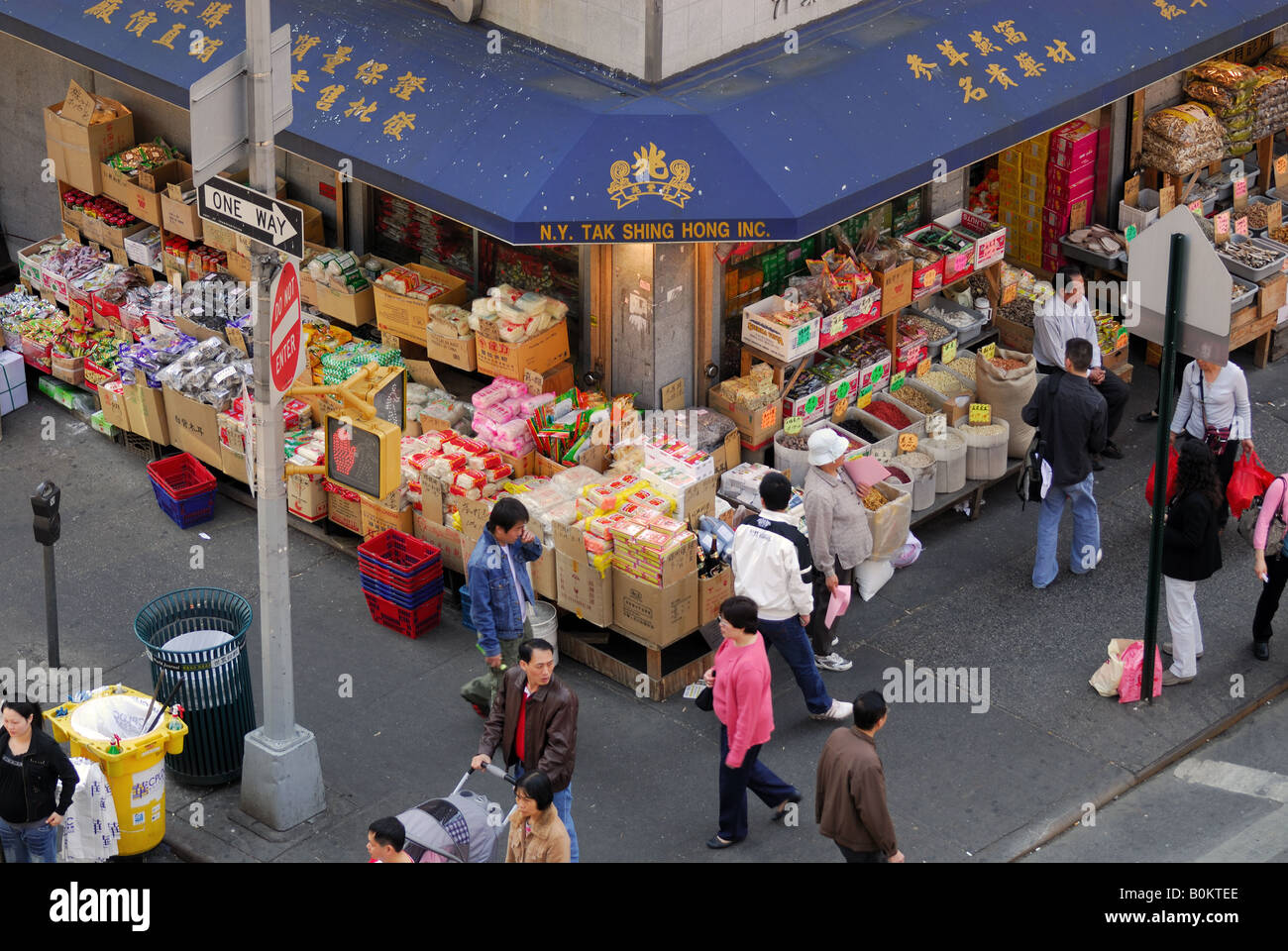 Shop on the corner in chinatown, New York - Stock Image