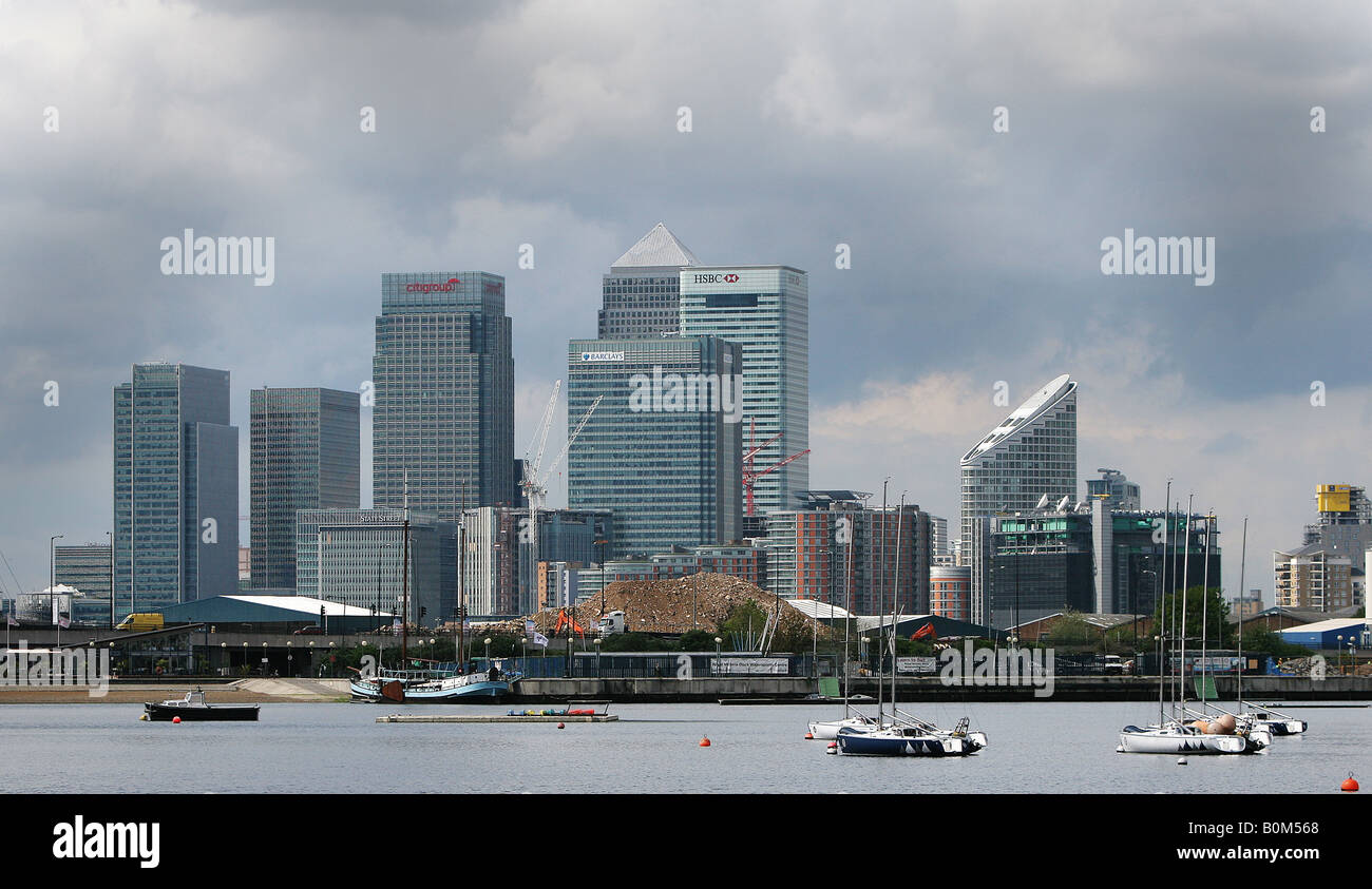 Londons Canary Wharf with its tall skycrapers. This part of London is home to the financial and business sectors. - Stock Image