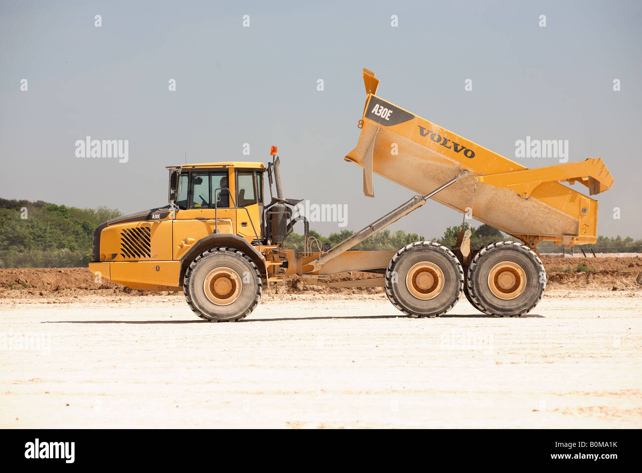 Large earth moving truck on building site - Stock Image