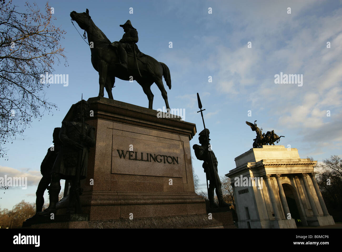City of London, England. Duke of Wellington statue with the Wellington Arch and Quadriga sculpture at Hyde Park - Stock Image