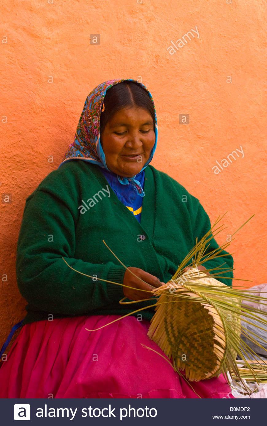 Tarahumara Indian woman weaving baskets outside the Posada Barrancas Mirador Hotel Copper Canyon near Divisadero - Stock Image
