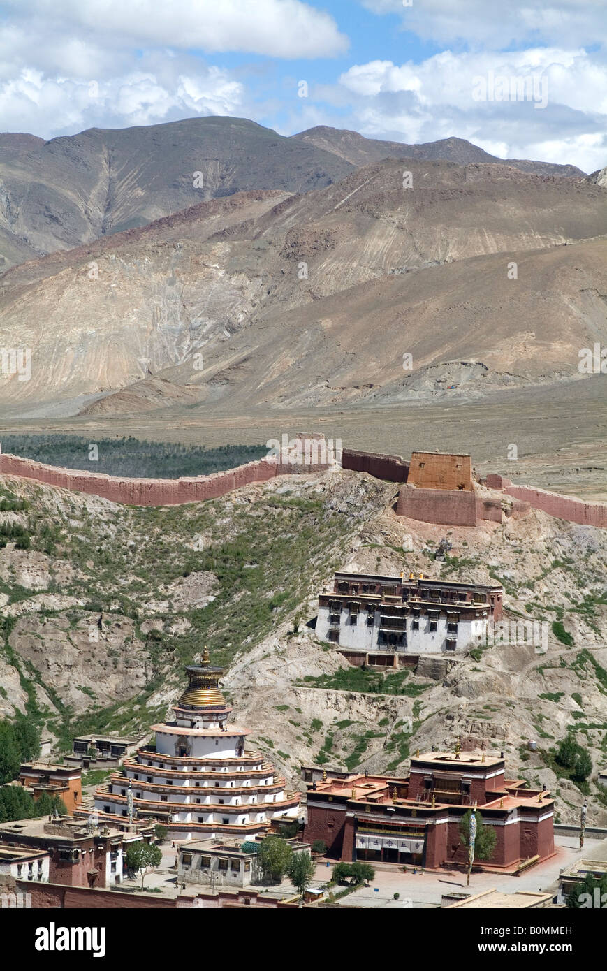View from the Fort over Gyantse, Kumbum in the distance, Tibet, China. - Stock Image