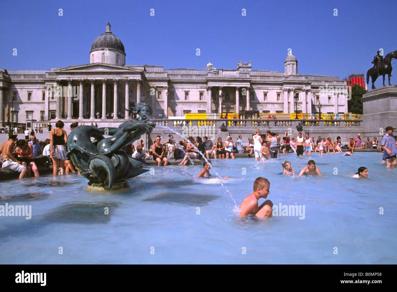 Trafalgar Square heatwave 2003 - London - Stock Image