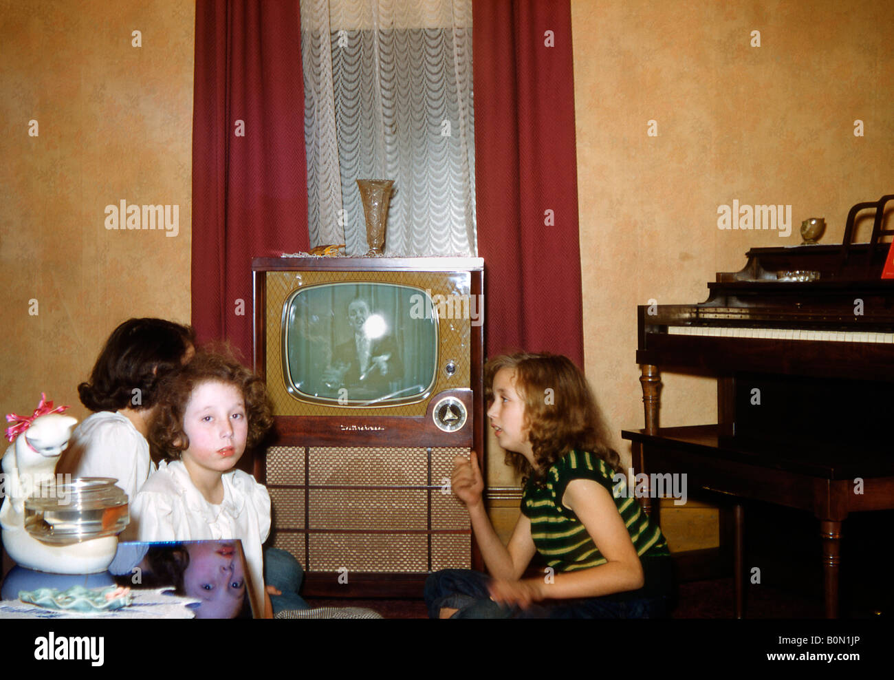Three girls find that there is nothing worth watching on the TV, USA, c. 1955 - Stock Image