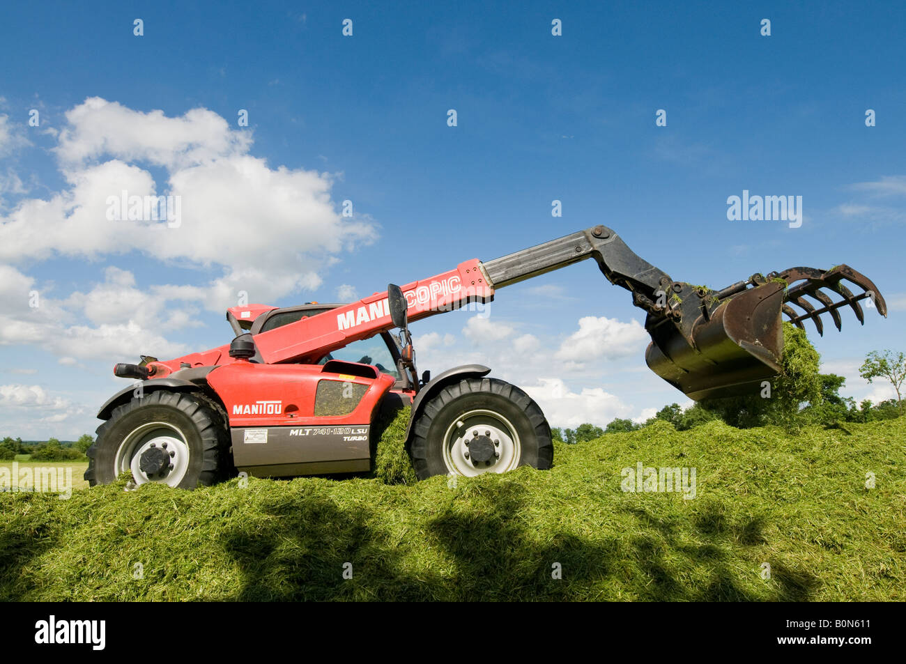 Silage collection - bulldozer / grab tractor, sud-Touraine, France. - Stock Image