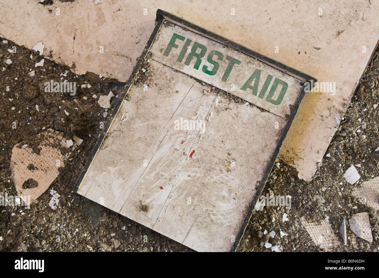 Old abandoned first aid cabinet in ruined building - Stock Image