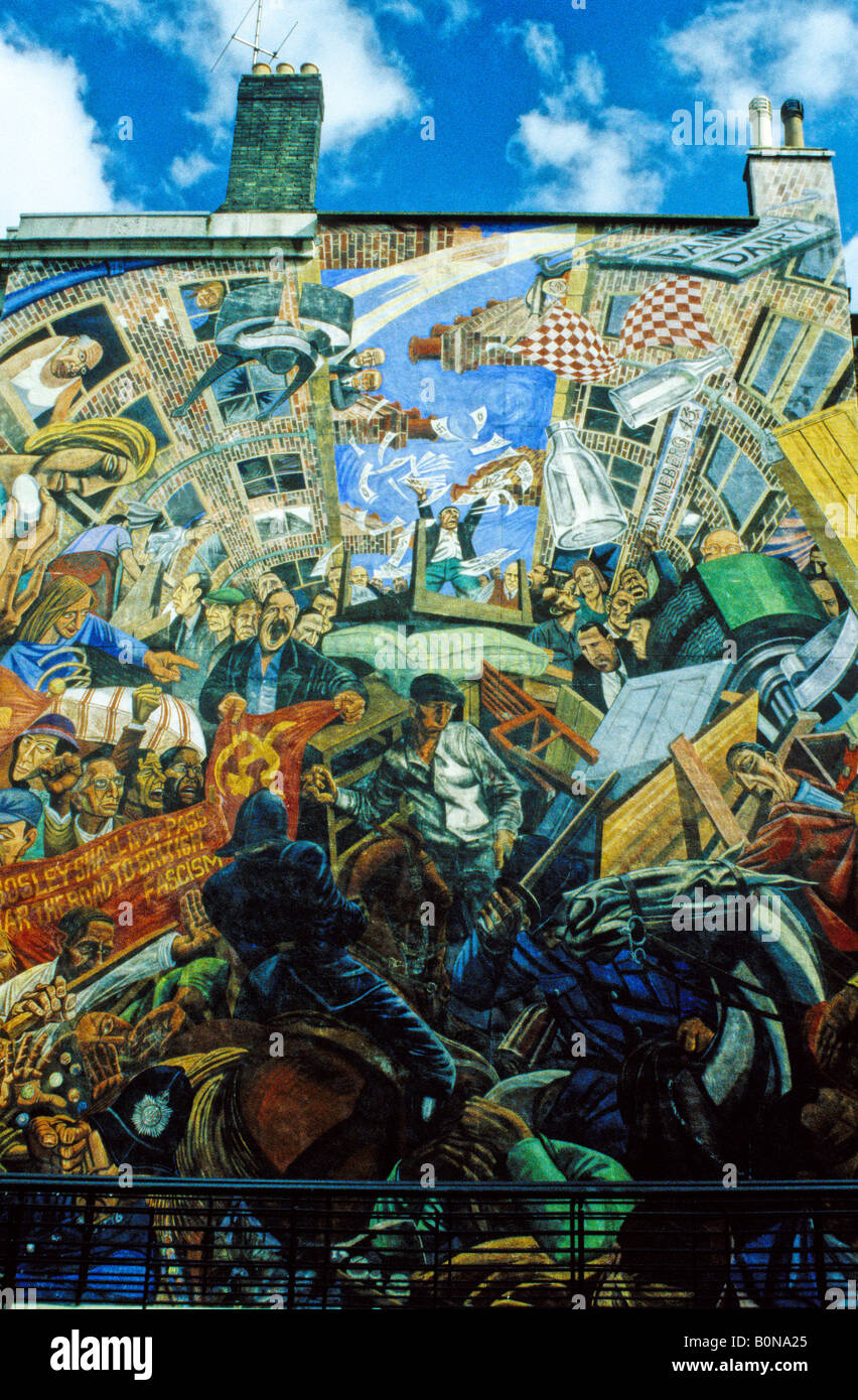 Mural commemorating the Battle of Cable Street, St George's Town Hall, East End, London - Stock Image