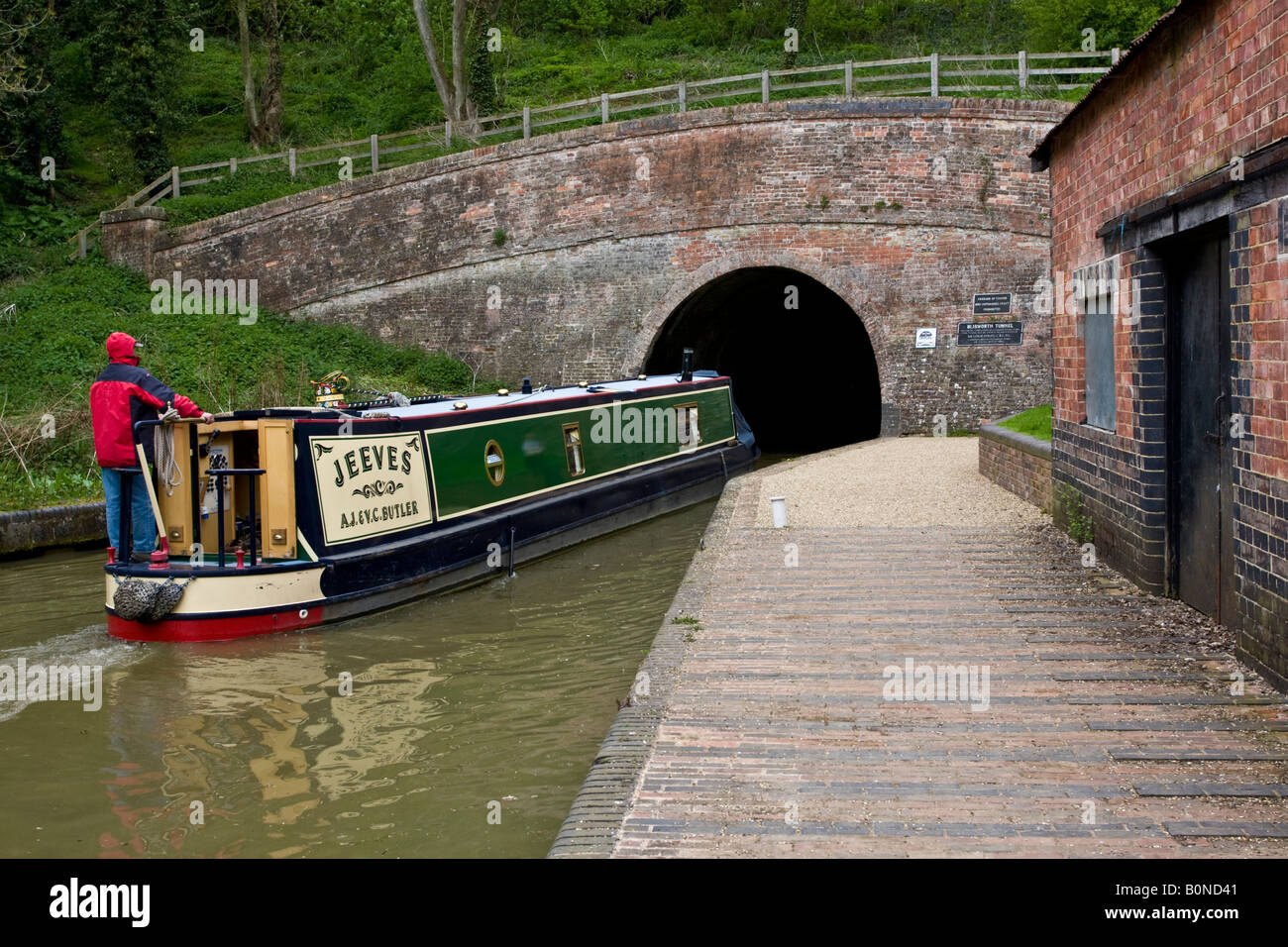 Canal barge entering Blisworth Tunnel, Stoke Bruerne, Grand Union Canal, Northamptonshire - Stock Image