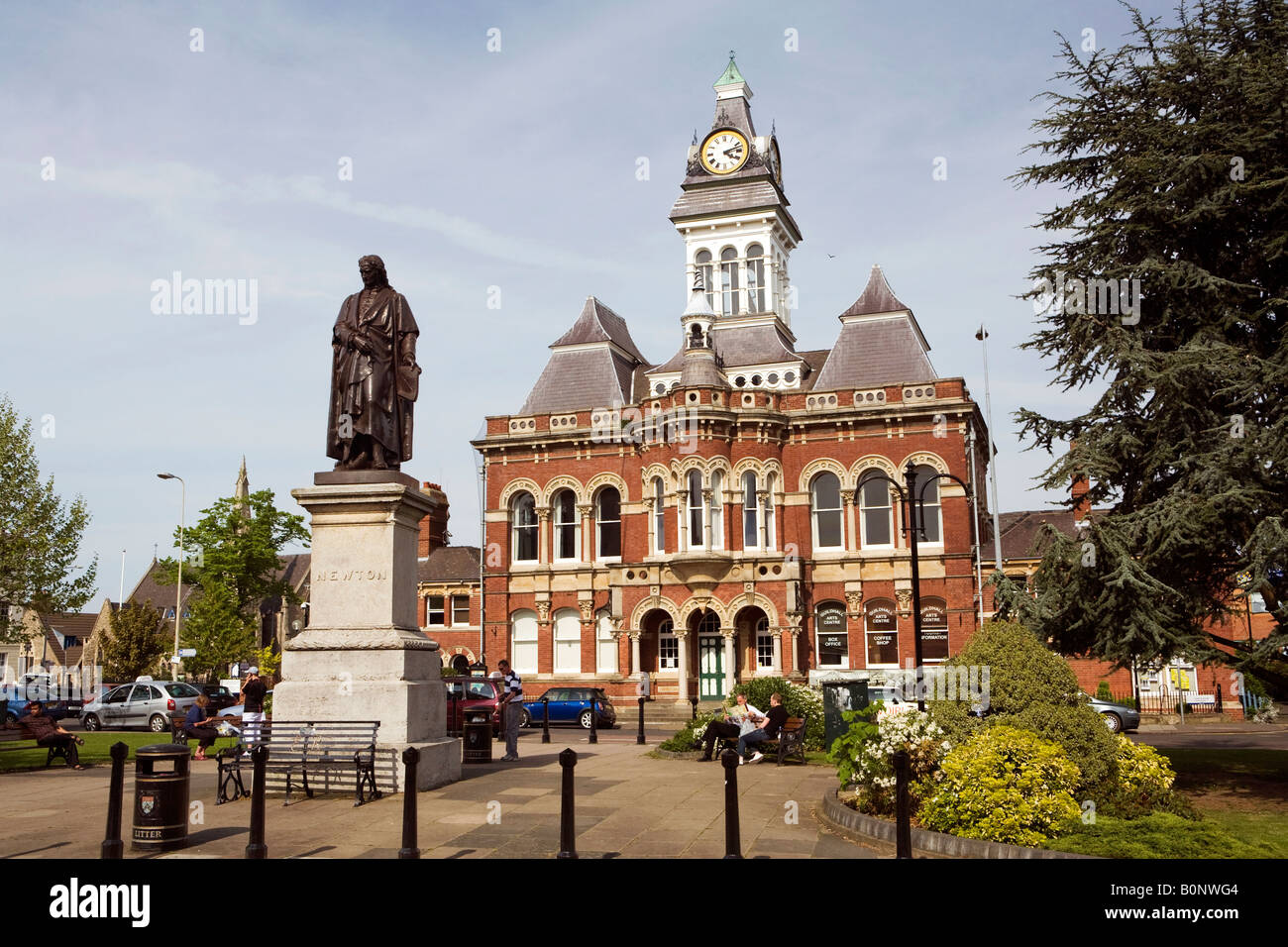 UK England Lincolnshire Grantham St Peters Hill Town Hall and Isaac Newton Statue - Stock Image