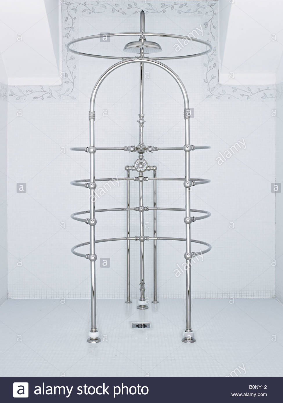wrap around shower Stock Photo: 17692558 - Alamy