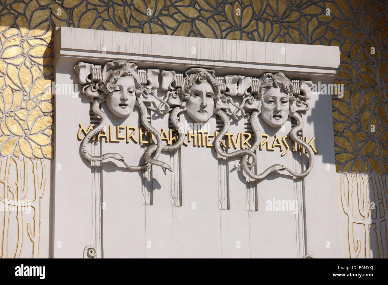Wien, Sezession, Ausstellungsgebäude von Joseph Maria Olbrich 1897-1898, 'Detail Eingangsseite ''Malerei - Stock Image