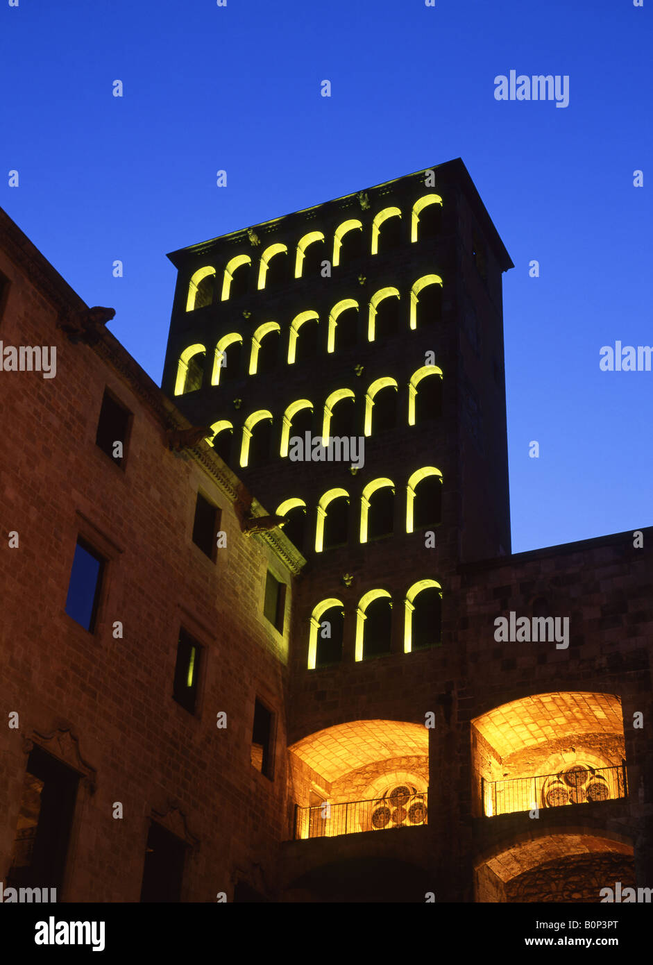 Torre del Rei Marti at night Palau Reial Major Plaça del Rei Barri Gotic  Barcelona Catalunya Spain - Stock Image
