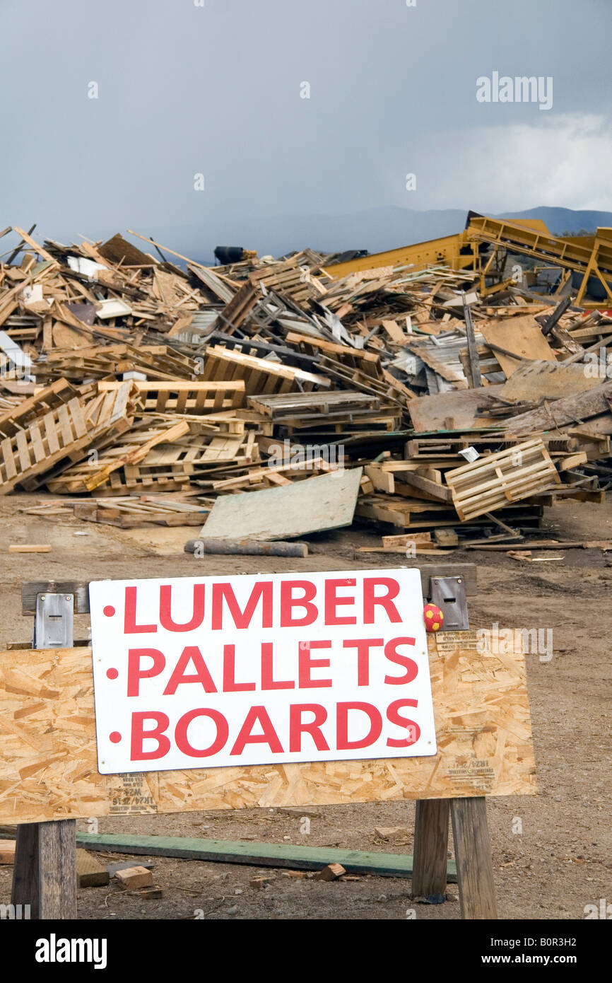 Recycling building materials at the Ada County Landfill in Boise Idaho - Stock Image