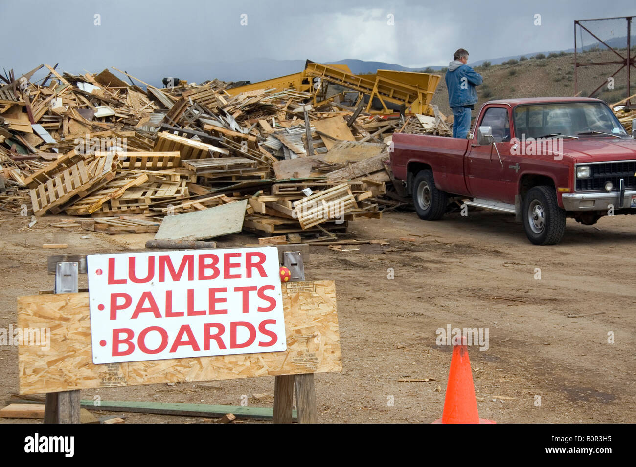 Building material recycling at the Ada County Landfill in Boise Idaho - Stock Image