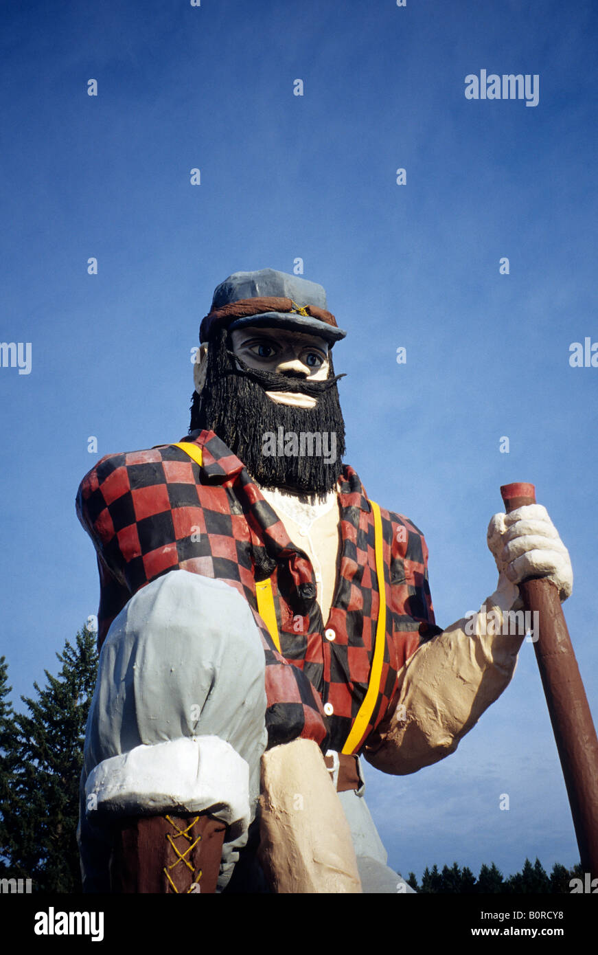 PAUL BUNYAN STATUE AT THE PAUL BUNYAN HISTORICAL MUSEUM IN AKELEY, NORTH-CENTRAL MINNESOTA.  FALL. - Stock Image